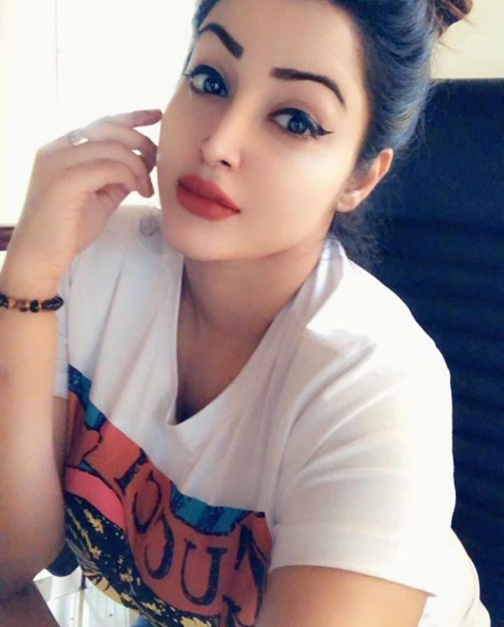 Call Girls In Sector 18/ Noida 9821811363 Escorts ServiCe In