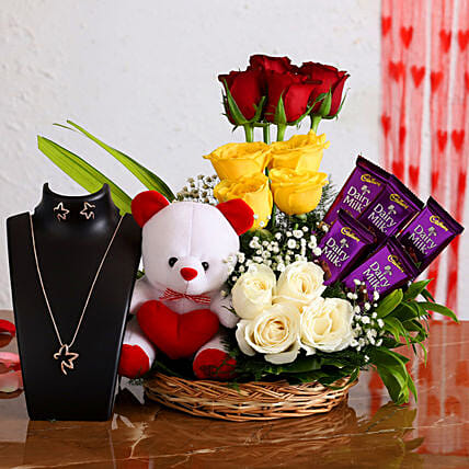 Flowers, Cakes and Gifts Delivery in Laxmi Nagar